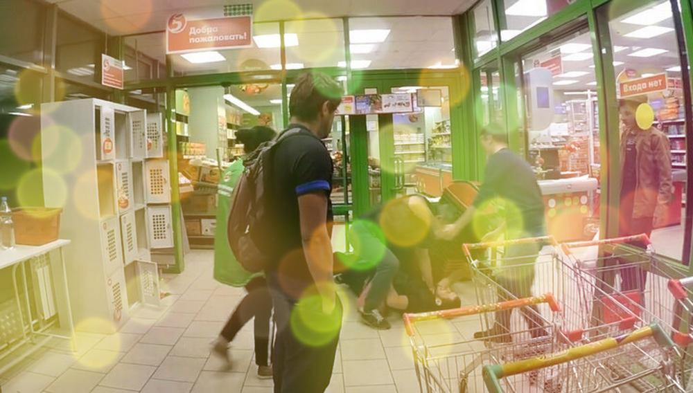 Охранники в магазине