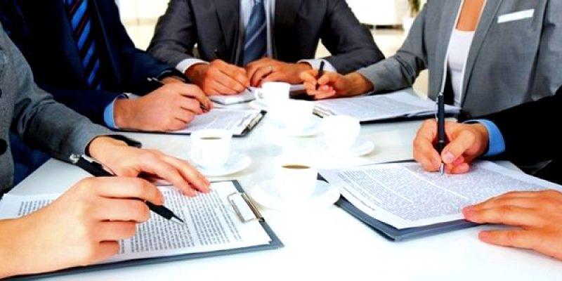Бесплатная юридическая консультация по телефону при поиске адвоката